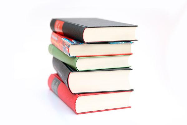 embalaje de libros en una mudanza