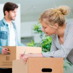 organizar las cajas en una mudanza